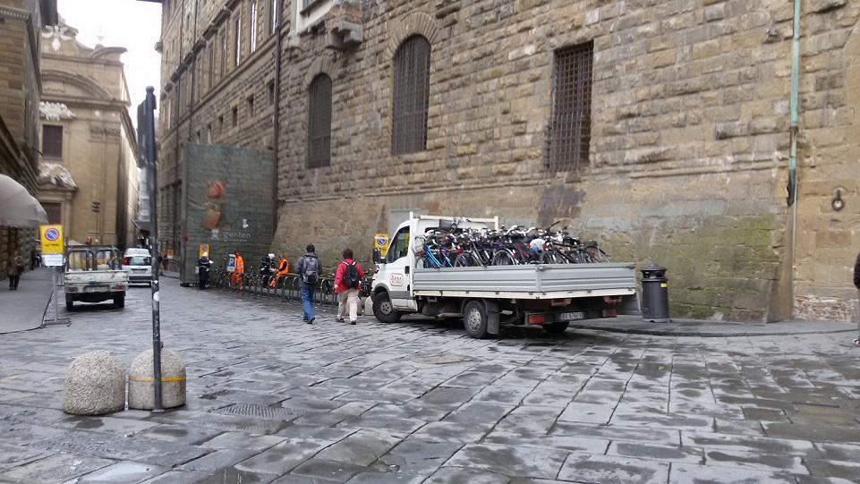 rastrelliere e bici rimosse via de'Gondi